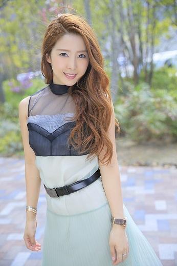 小川えりさん『日本一売り上げるキャバ嬢の 指名され続ける力』出版記念・サイン本お渡し会